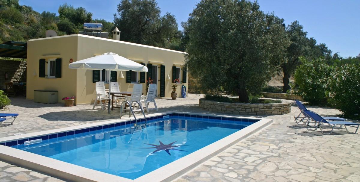 Rustige zuid Kreta: vrijstaand gelegen villa met eigen zwembad en panorama uitzicht header afbeelding