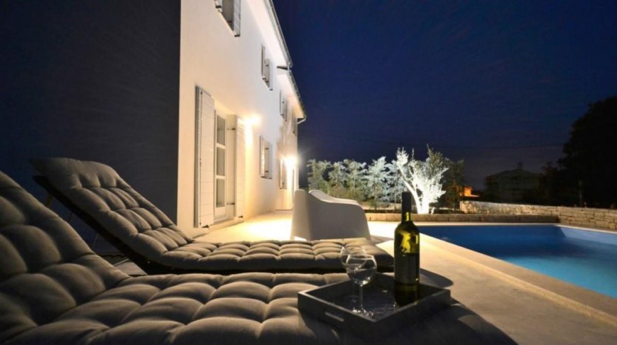 Villa met zwembad, 15 km van zee (Svetvinčenat in centraal Istrië) header afbeelding