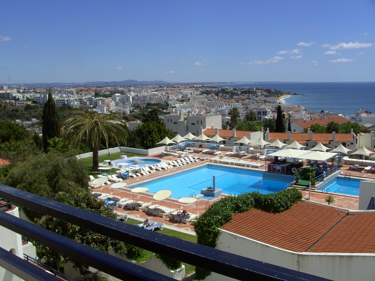 2/4 pers appartement huren in Albufeira balkon met zeezicht header afbeelding