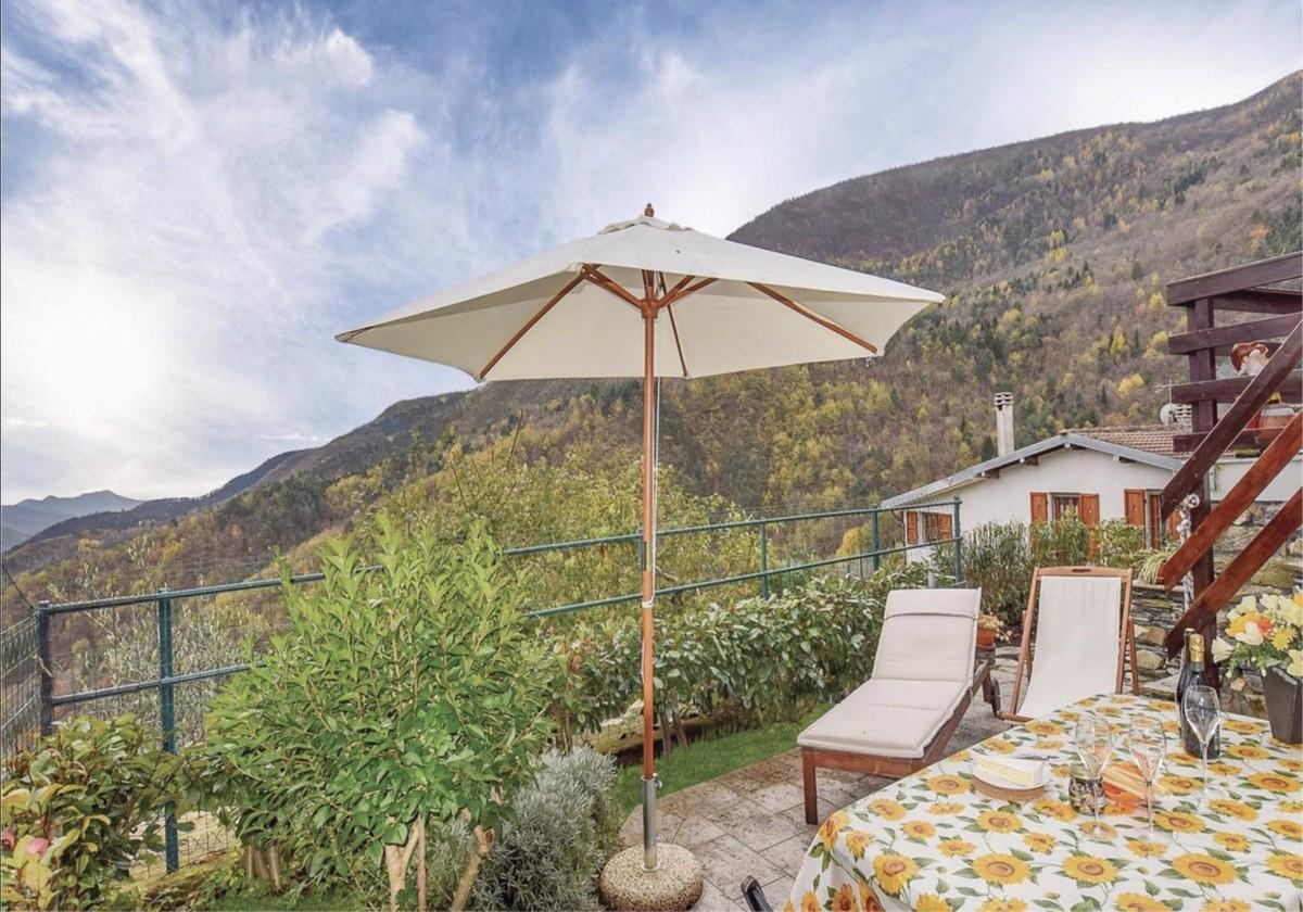 Vakantiehuis Rivièra gratis WiFi 2-terrastuinen bergen bos wandelen rust ALL-IN-geprijsd header afbeelding