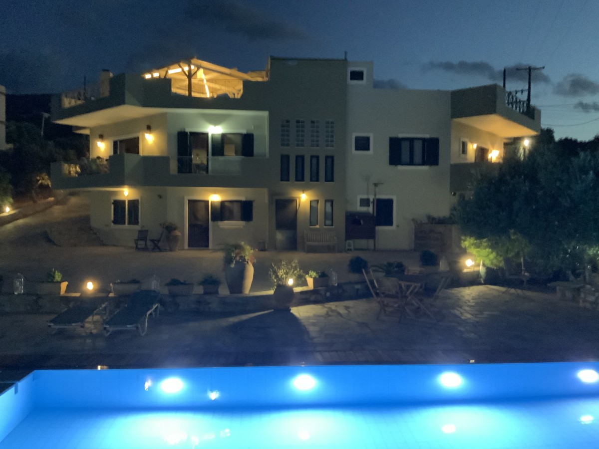 Villa met zoutwaterzwembad header afbeelding