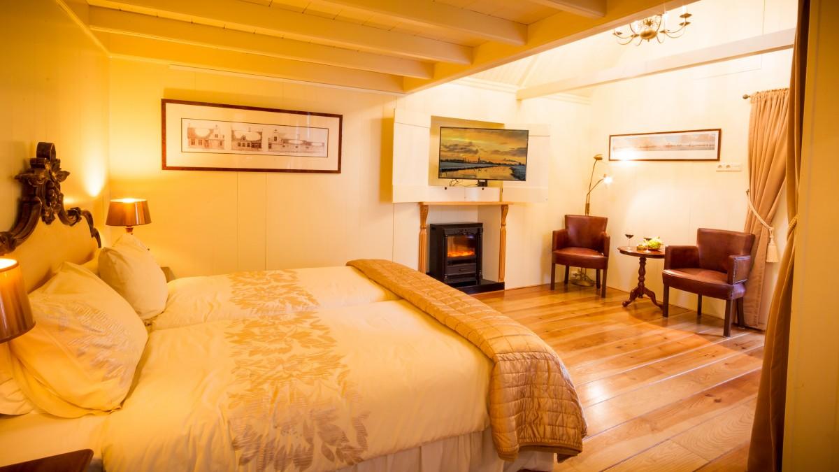 Luxe appartement met keuken, jacuzzi en Finse privésauna bij Amsterdam header afbeelding