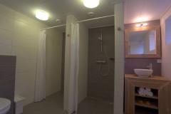 Badkamer met 2 douches. 03.jpg