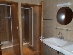 badkamer dubbele douche.JPG