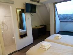 Hotelkamer met loggia.jpg