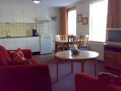 Appartement voor 2 personen begane grond. Woonkamer met      keuken..jpg